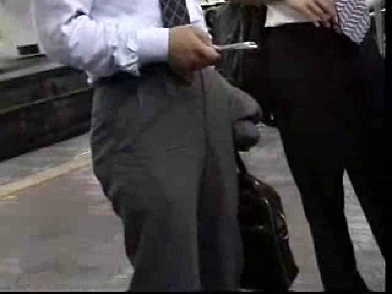 電車内でリーマンの股間撮影 スーツ  57pic 43